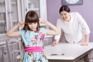 Вы не можете сделать вашу маму счастливой. Это не ваша обязанность.